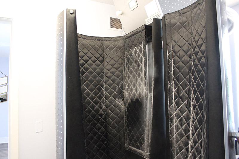 Full body cryotherapy machine