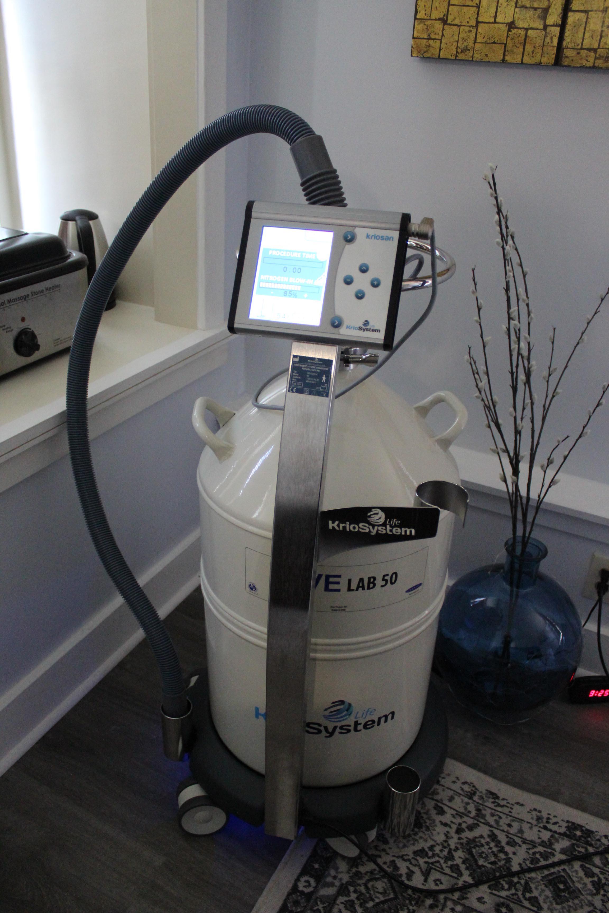 Cryofacial machine